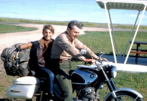 Pirsig in 1968 with his son, Chris, at a rest stop near Breckenridge, North Dakota.