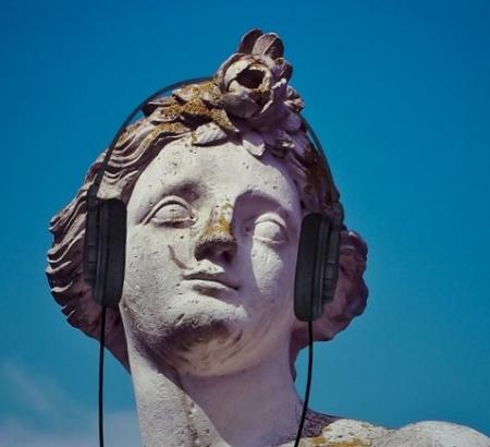listening-statue-pixa