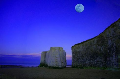 Full Moons | Weekends in Paradelle